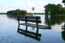 bench-underwater-1367222-639x425